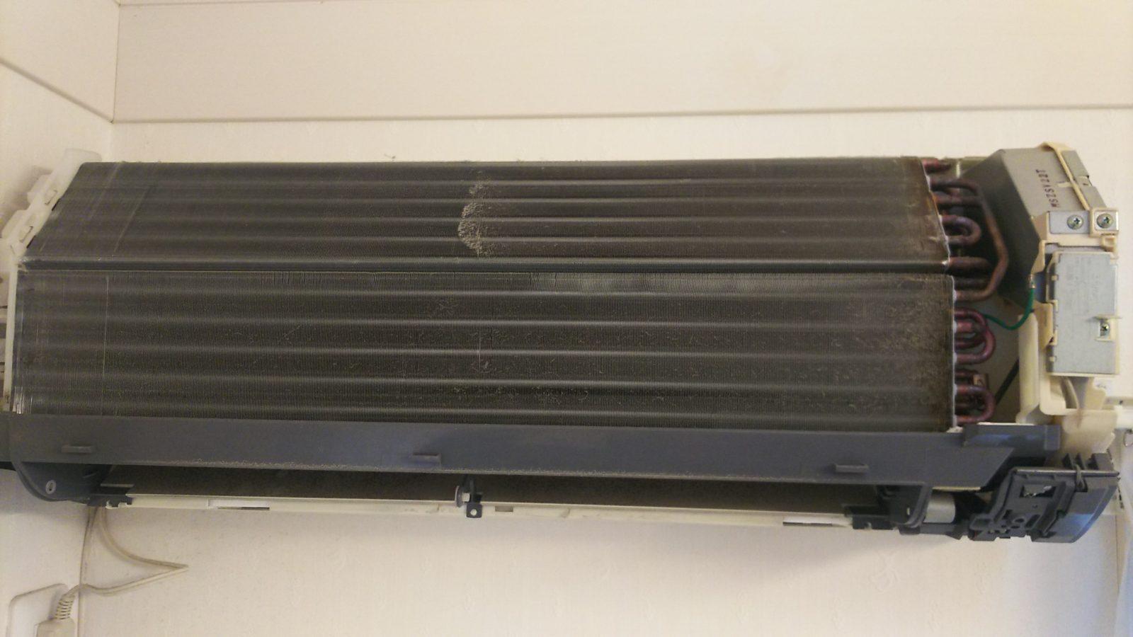 家庭用ルームエアコン 熱交換器 洗浄前